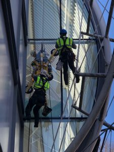 difficult access glass replacement by abseil with vacuum lifter