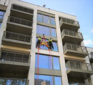 high level glass replacement using vacuum lifter